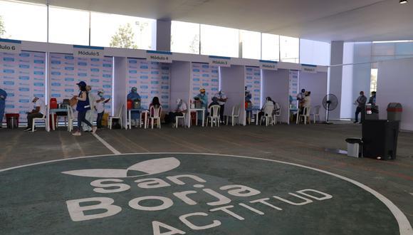 Cuenta con zonas para el control de ingreso, una sala de espera de pacientes, módulos de vacunación y una sala de observación y reposo. (Foto: Municipalidad de San Borja)
