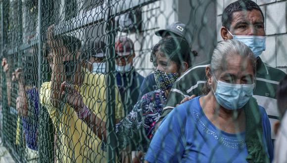 Venezolanos desplazados del pueblo de La Victoria, estado Apure, se refugian en Arauquita, departamento de Arauca, Colombia, el 26 de marzo de 2021. (Foto de Vanessa JIMENEZ / AFP).