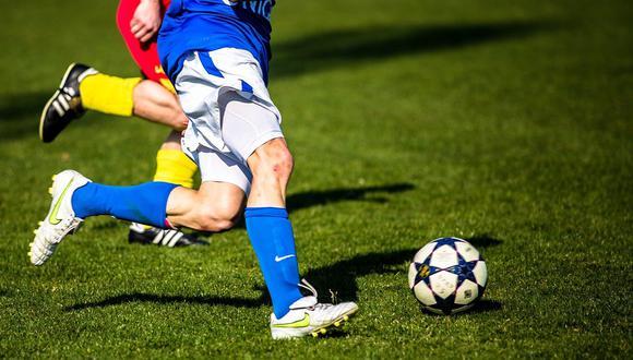 Los científicos han identificados que algunos futbolistas en ciertas posiciones tienen mayor riesgo de demencia. (Foto: Unsplash)