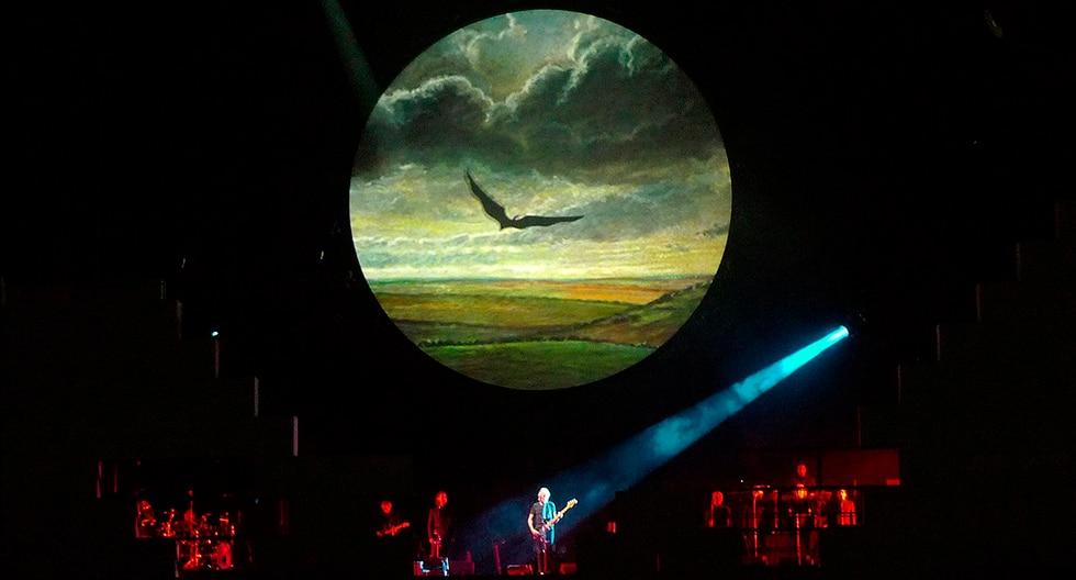 El músico británico Roger Waters, cofundador de la banda Pink Floyd, se presenta durante su tour 'The Wall Live' en el Estadio Olímpico en Atenas (Grecia). (EFE)