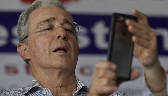 Álvaro Uribe es citado por justicia de Colombia por presunta manipulación de testigos. Foto: archivo de AFP