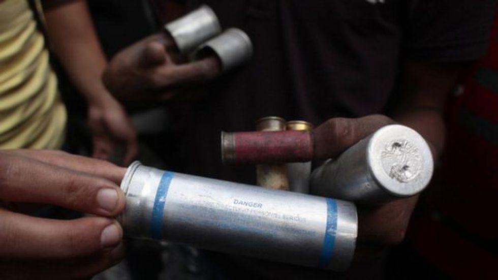 El gas lacrimógeno se convirtió en una de las herramientas preferidas por la policía para dispersar multitudes.