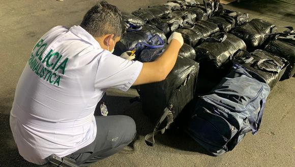 Policía Nacional incautó 21 maletines con 770 kilos de clorhidrato de cocaína que los narcotraficantes pretendieron enviar a Europa. (Foto: Dirandro)