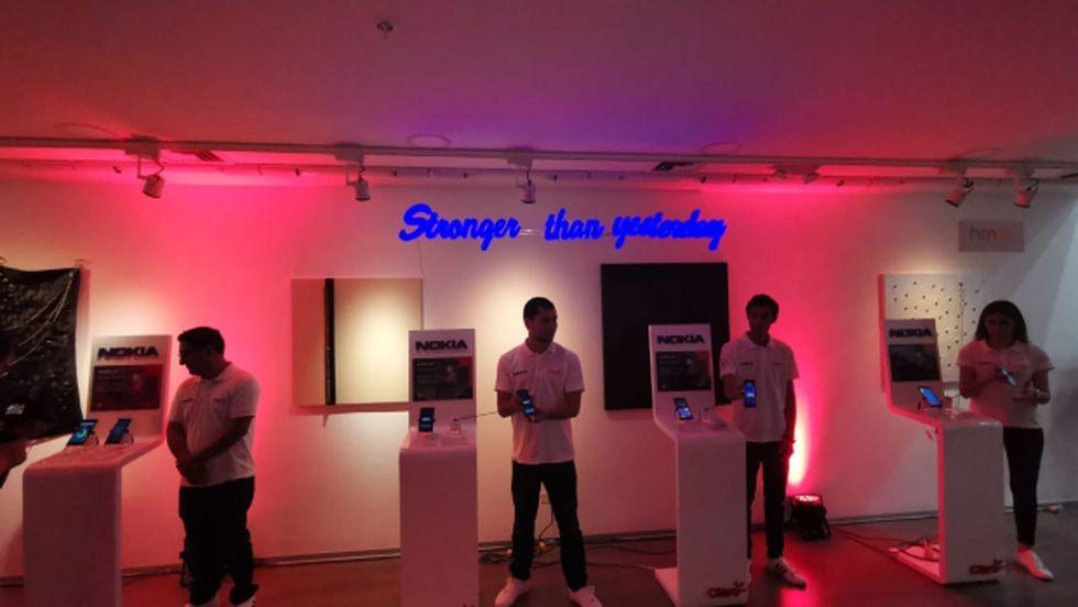 """""""Más fuerte que ayer"""", fue la frase en inglés que adornaba uno de los espacios en donde se presentaron los nuevos modelos de Nokia en el Perú. (Foto: Bruno Ortiz)."""