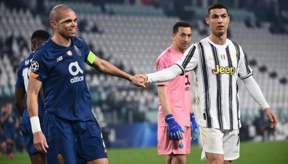 Cristiano Ronaldo y Pepe sostuvieron un intenso duelo en el Juventus vs. Porto de la semana pasada. (Foto: Marco Bertorello)