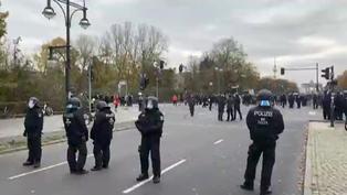 Policía alemana disuelve una protesta por las restricciones en Alemania