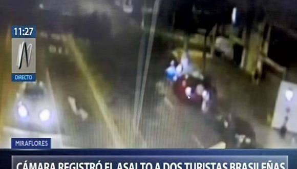 Cámaras de seguridad registraron el momento del asalto turistas brasileñas en exteriores de hotel (Captura: Canal N)