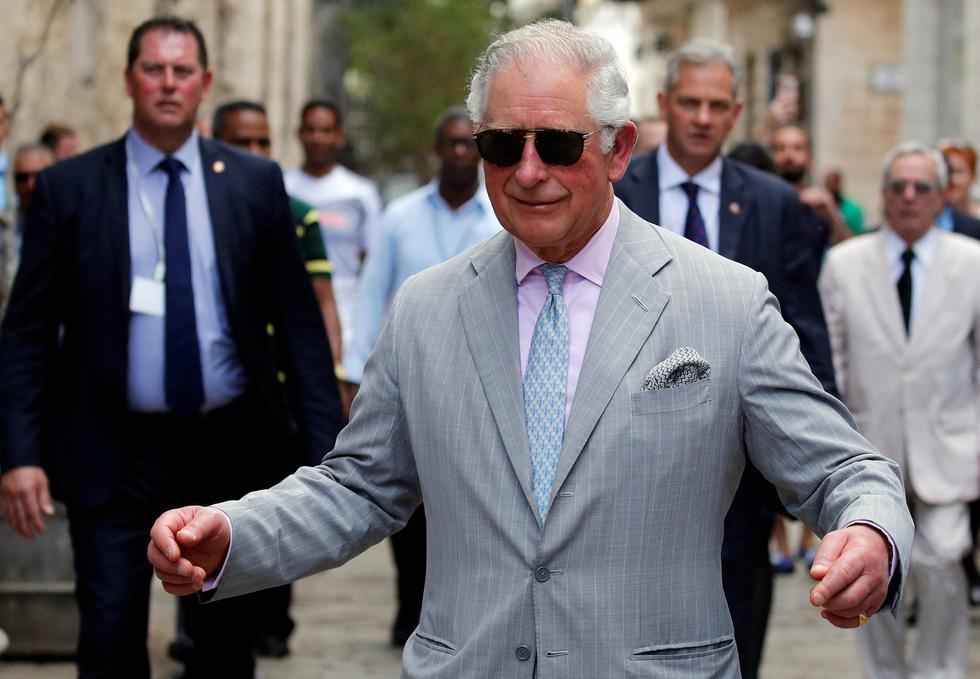 El príncipe Carlos de Inglaterra y su esposa, Camila de Cornualles, dieron un paseo por La Habana  despertando una gran expectación entre los vecinos y turistas de la zona. (Reuters)