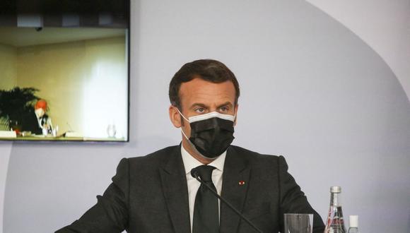 El presidente Emmanuel Macron anuncia que Francia suspende temporalmente la vacunación con Astrazeneca contra el coronavirus. (Foto: Fred SCHEIBER / POOL / AFP).