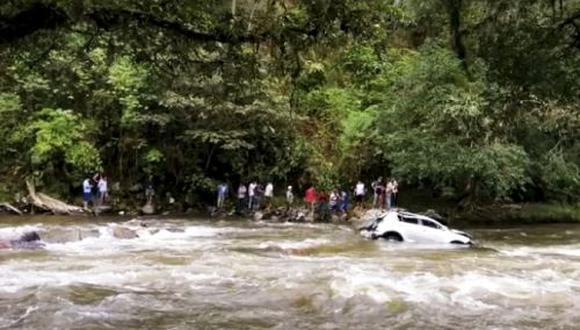 Cajamarca: los lugareños acudieron a la zona del accidente para socorrer a Joel Campos Flores, sin embargo el político falleció de manera inmediata. (Foto: Difusión)