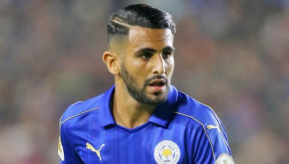 """Riyad Mahrez le comunicó a la directiva del Leicester City su salida del club. """"Soy una persona ambiciosa y siento que es el momento de pasar a una nueva experiencia"""", dijo en un comunicado. (Foto: AFP)"""
