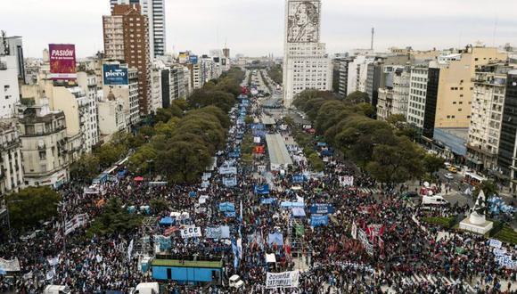 El objetivo era rechazar el plan de austeridad que impulsa el gobierno de Mauricio Macri a cambio de obtener más auxilio del FMI para estabilizar su frágil economía. | Foto: AFP