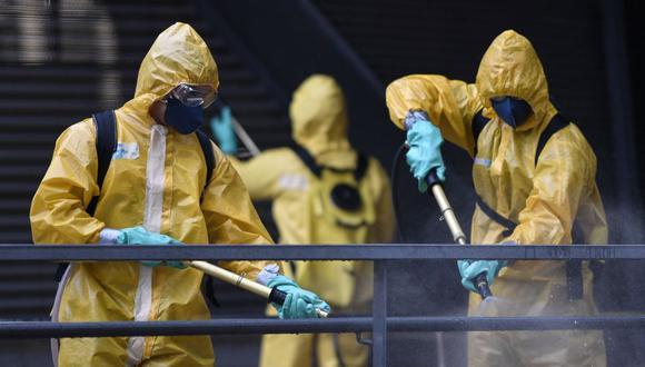 Coronavirus en Brasil | Ultimas noticias | Último minuto: reporte de infectados y muertos jueves 9 de abril del 2020 | Covid-19 | Militares, bomberos y miembros de la Defensa Civil de Brasil desinfectaron una estación de autobuses en Belo Horizonte, Brasil. (Foto: DOUGLAS MAGNO / AFP).  ).