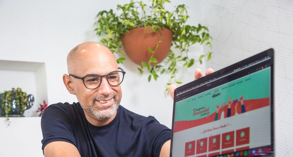 Marco Vigil es fundador de la plataforma virtual Dare, la cual busca ser un nexo entre personas que necesitan donaciones y gente que quiere donar. (Foto: Fidel Carrillo)