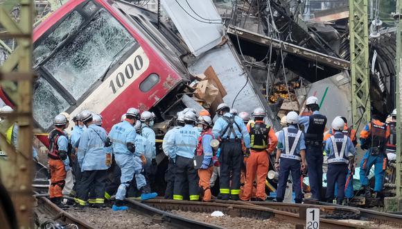 Un tren se descarriló después de una colisión con un camión en un cruce en Yokohama, Prefectura de Kanagawa. (Foto: AFP)