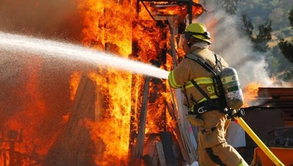 Los bomberos podría ser sancionados por la polémica fotografía que se tomaron. | Foto: Referencial