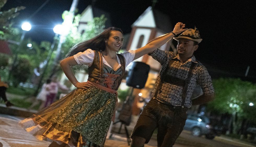 La plaza principal será escenario de las danzas típicas pozucina y austroalemana, esta úlima está a cargo de la asociación Tanzgruppe. (Foto: Renzo Salazar).