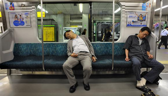 Trabajar largar horas es muy común en Asia, especialmente en Japón. (Foto: PHILIPPE LOPEZ / AFP)
