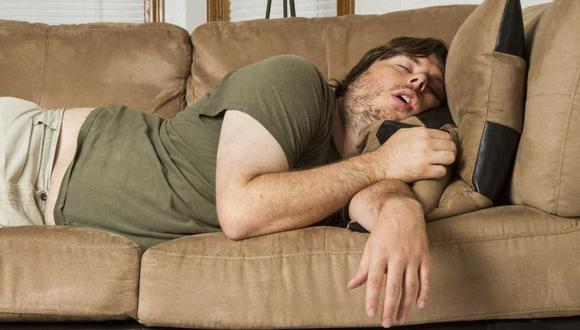 Las siestas largas y dormir mucho por la noche pueden indicar un estilo de vida inactivo, lo que también está relacionado con un mayor riesgo de infarto cerebral. (Foto: Shutterstock)