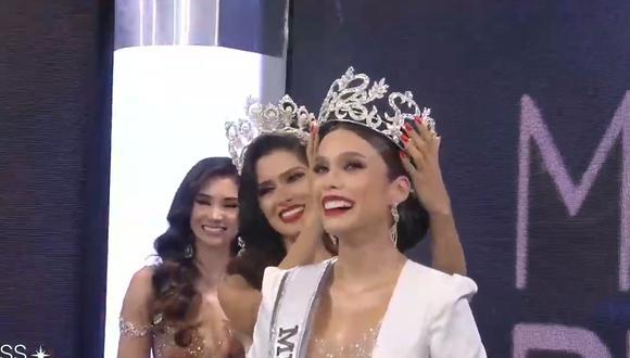 Janick Maceta es coronada por Kelin Rivera (Miss Perú 2019). (Foto: Miss Perú)