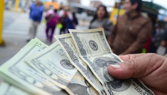 El dólar se encuentra en un alza global ante un posible aumento de las tensiones comerciales entre EE.UU y China. (Foto: Andina)