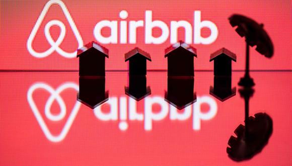 Airbnb es una aplicación que permite a las personas alquilar habitaciones o espacios de sus hogares, mayormente a turistas. (Foto: AFP)