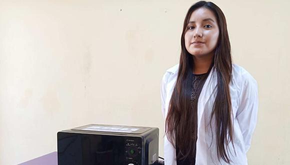 El dispositivo esterilizador desarrollado por los jóvenes peruanos está basado en un microondas. Puede desinfectar productos como alimentos, celulares y mascarillas.