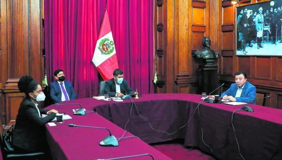 Barbarán (izquierda), Quito (al centro)  y Wong (derecha) son los integrantes de la Junta Preparatoria. (Foto: Congreso de la República)