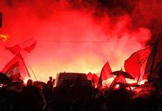 Hinchas de Estudiantes peregrinaron desde el estadio Único de La Plata hasta el remodelado Jorge Luis Hirschi | VIDEO