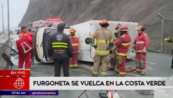 Volcadura de furgoneta en plena Costa Verde generótráfico vehicular. (Captura: América Noticias)