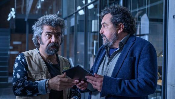 Fede Celada (Curtis) junto a Paco Tous (Paco Miranda) en Los hombres de Paco. Foto: ATRESplayer Premium