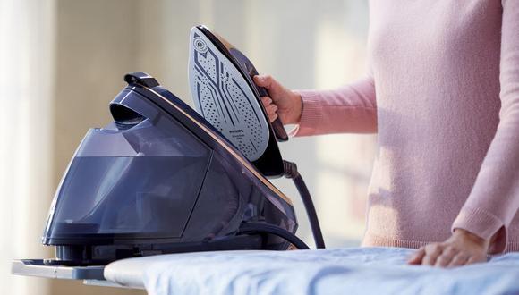 Una vista de la plancha con cámara de Philips, que cuenta con un sistema de inteligencia artificial que detecta de forma automática el tipo de tela de la prenda. (Difusión)