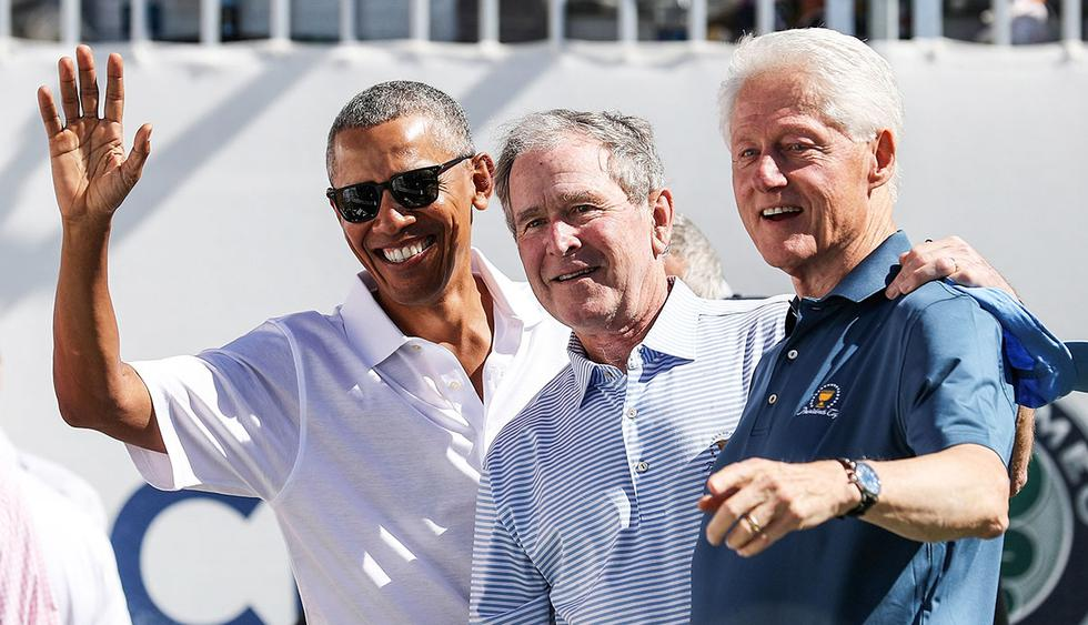 JERSEY CITY, NJ - SEPTEMBER 28: (L-R) Former U.S. Presidents Barack Obama, George W. Bush and Bill Clinton attend the trophy presentation prior to Thursday foursomes matches of the Presidents Cup at Liberty National Golf Club on September 28, 2017 in Jersey City, New Jersey.   Rob Carr/Getty Images/AFP
