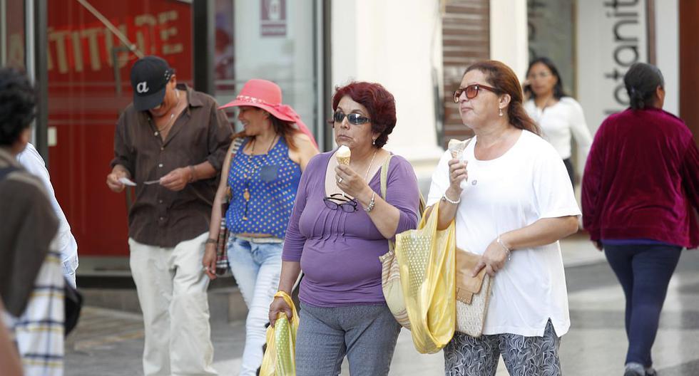 El índice máximo UV alcanzará el nivel 15 en Lima este miércoles. Especialistas recomiendan usar bloqueador solar y sombreros de ala ancha para proteger la piel. (Foto: GEC)