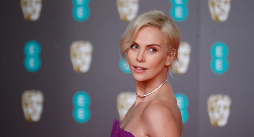 US-South African actress Charlize Theron poses on the red carpet upon arrival at the BAFTA British Academy Film Awards at the Royal Albert Hall in London on February 2, 2020. / AFP / Tolga AKMEN