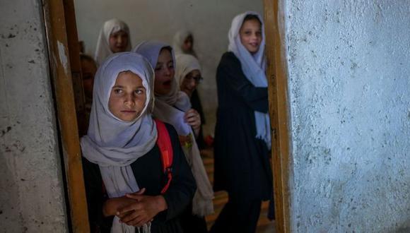 Niñas en una escuela en Kabul, Afganistán. (BULENT KILIC/GETTY IMAGES).