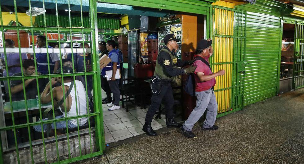 La comuna capitalina detalló que 500 policías, apoyados por 80 miembros del serenazgo, realizaron un control de identidad en locales nocturnos y en la vía pública. (Foto: Difusión)