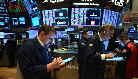 Los inversores esperan que las medidas de reapertura de la economía comiencen a tener efecto poco a poco. (Foto: AFP)