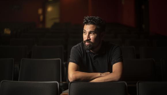 """CAMINO AL ANDAR. Conductor de TV, actor, director, dramaturgo, guionista e hincha de la U. El multifacético comunicador, cuyo nombre salió del anonimato tras escribir la obra de teatro """"Un Misterio, una pasión"""", en el 2003, acaba de cumplir 45 años. (Foto: GEC)"""
