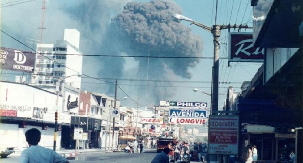 Río Tercero considera al expresidente de Argentina Carlos Menem responsable de la explosión de una fábrica de armamento militar en 1995. La tragedia causó siete muertos y más de 300 heridos. (Foto: Documental Noviembre en la Memoria)