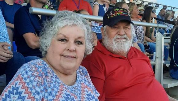 Aquí vemos a Henry James Morris al lado de su esposa durante el show. (Foto: Jill Morris | Facebook)