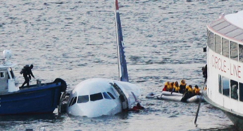 """Se cumplen ya 10 años del llamado """"milagro en el Hudson"""", donde un avión con 150 pasajeros a bordo amenizó con éxito gracias a la pericia de su piloto, el capitán """"Sully"""". (AP)"""