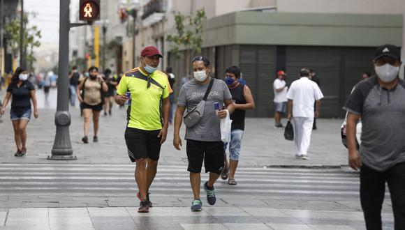 Jirón de la Unión se ha vuelto más transitada conforme va disminuyendo los efectos de la pandemia del coronavirus . (Fotos Diana Marcelo / GEC)