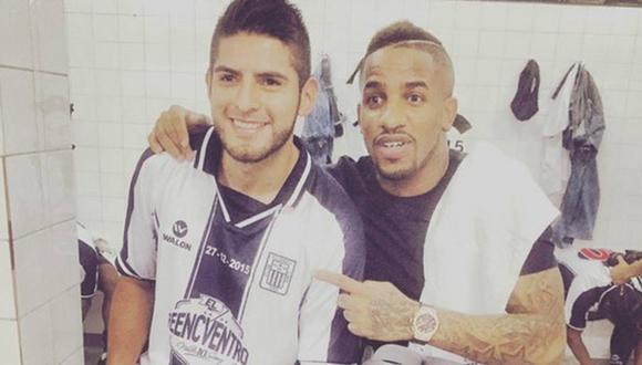 El once de Carlos Zambrano con hinchas de Alianza Lima. (Foto: Instagram)