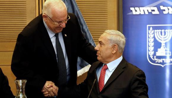 El actual presidente de Israel, Reuven Rivlin, y el anterior, Benjamin Netanyahu. (Foto: AFP)