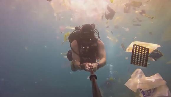 Así es como se ve un 'mar de basura' por lo bajo. (YouTube Viral)