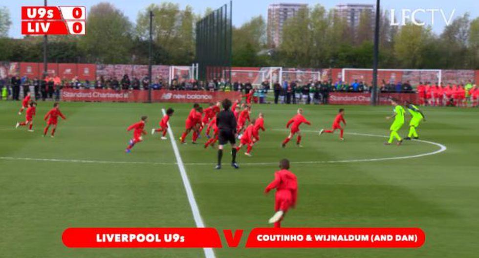 Liverpool: Coutinho y Wijnaldum contra 30 niños sub 9 [VIDEO]