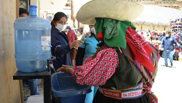 Mediante el idioma quechua explican el correcto lavado de manos en distrito de Incahuasi. (Foto: Gore Lambayeque)