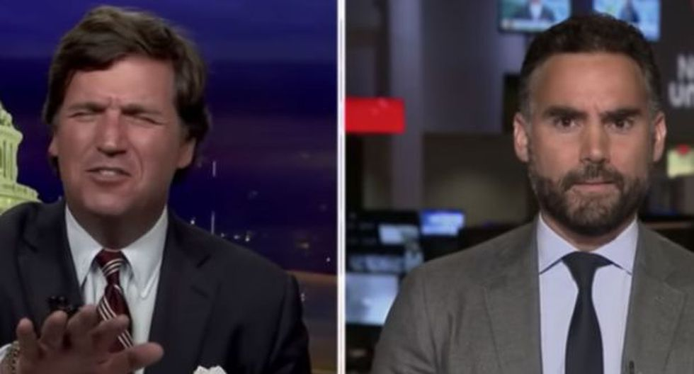 Tucker Carlson (izquierda) en problemas. (Video: YouTube)