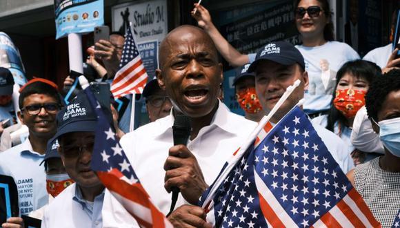 El presidente del condado de Brooklyn, Eric Adams, cuya candidatura a la alcaldía demócrata, aparece en Flushing, Queens para abrir una nueva oficina de campaña en el distrito de Queens de la ciudad de Nueva York. (Foto: Spencer Platt / Getty Images / AFP9.